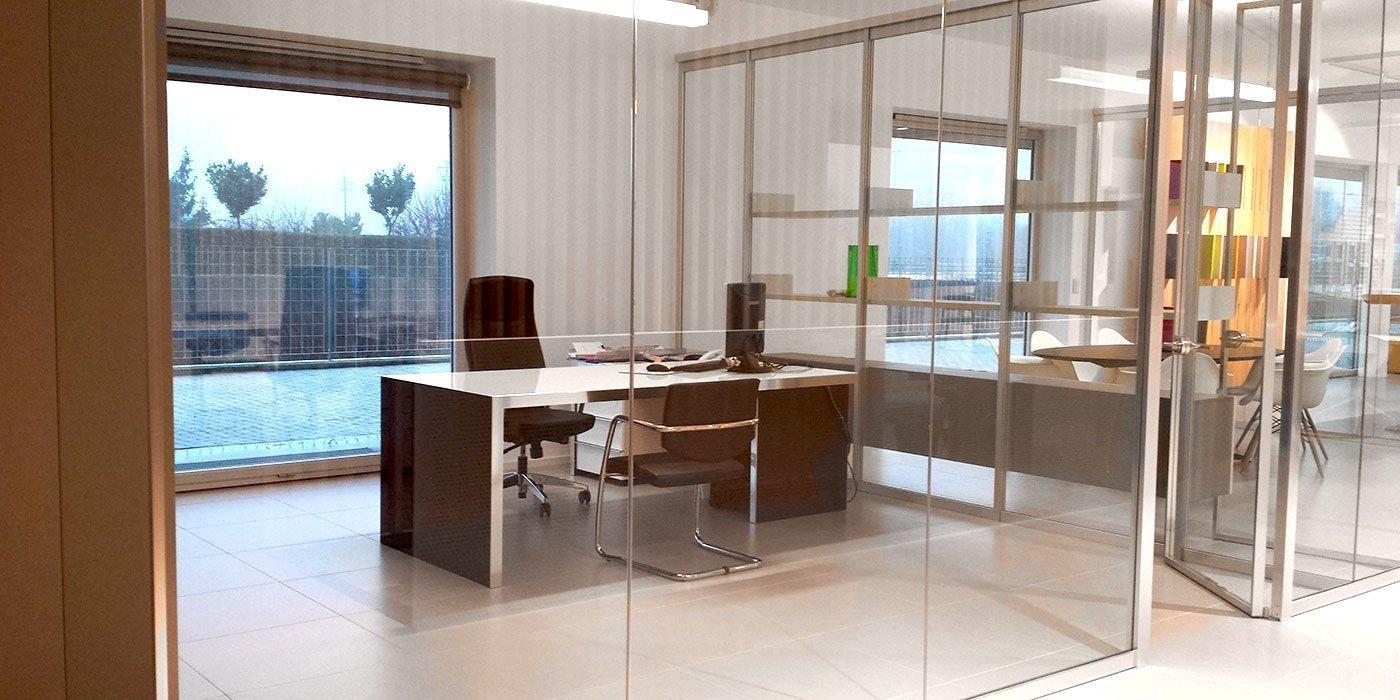 Showroom mobili milano cool showroom esterno with for Arredi per ufficio milano