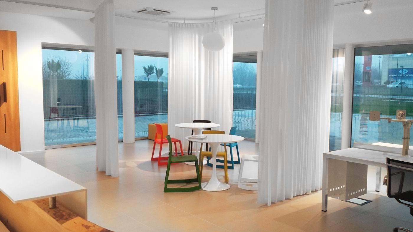 Sedie per ufficio arredamento per ufficio mobili per for Arredamento per ufficio